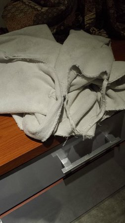 Jocs Boutique Hotel & Spa: Grey towels that are falling apart