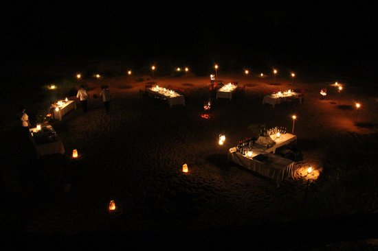 Lion Sands River Lodge : Dinner in the dry river bed