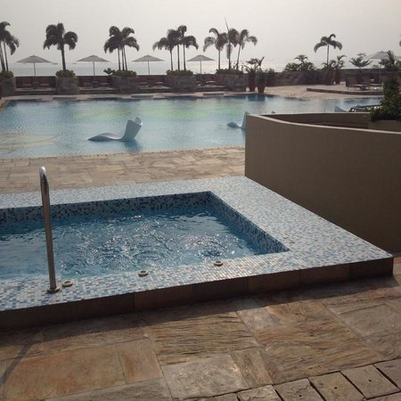 Solaire Resort & Casino: Your own hot tub!