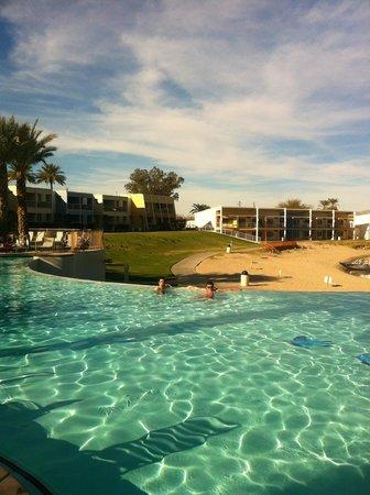 The Nautical Beachfront Resort : Pool