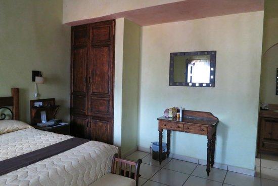 La Casa del Laurel: King Bed room