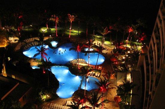 Sheraton Waikiki: night pool