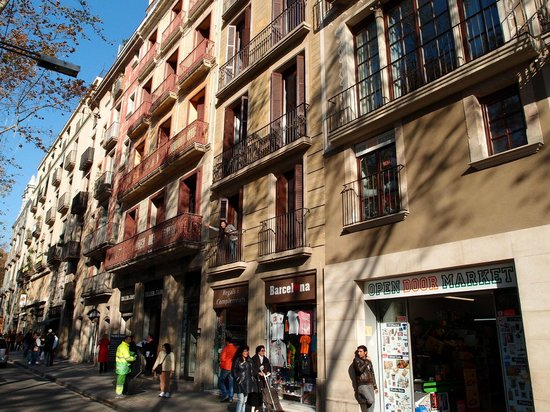 Apartments Ramblas 108: Appearance of the building