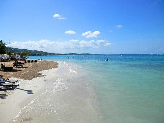 Sandals South Coast: Serene beach
