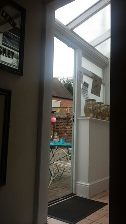 The Apiary Cafe Bar : Glimpse of the courtyard