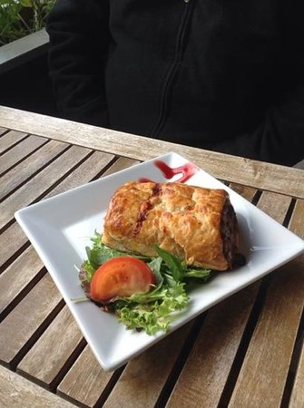 Springs Deli Cafe: Sausage roll
