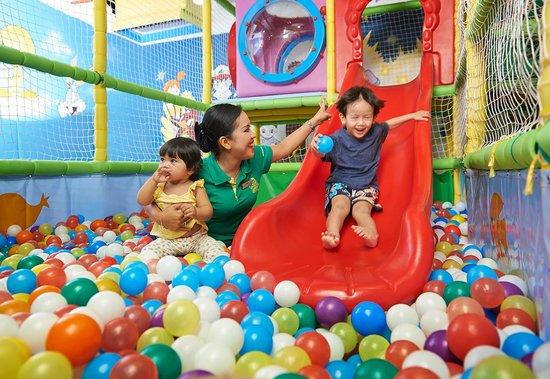 PARKROYAL Penang Resort, Malaysia: KokoNut Klub