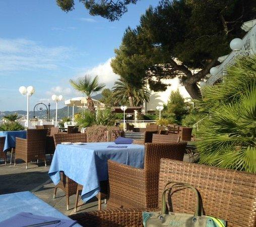 Diana Grand Hotel: Baciati dal sole dalle prime ore.