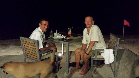Centra by Centara Coconut Beach Resort Samui: Enjoying an evening meal