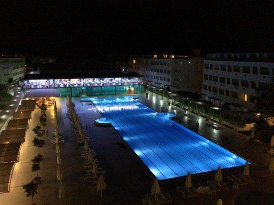 Daima Biz Hotel: Бассейн чистый и ледяной