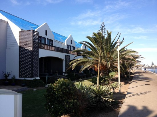 Protea Hotel by Marriott Walvis Bay Pelican Bay: Hotel from outside