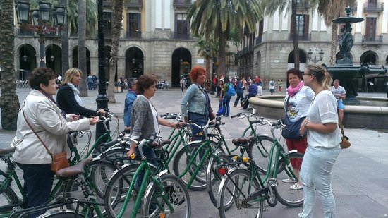 Arty Barcelona: Uitleg op Placa Réal