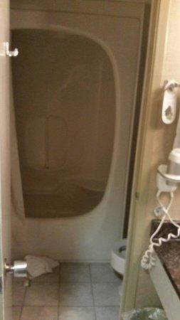 Vittoria Hotel and Suites: Bathroom room 728