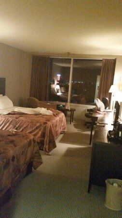 Imperial Hotel & Suites: Two beds, hard, soft pillows