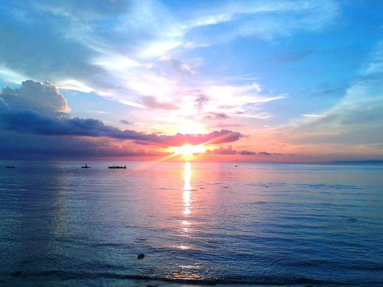 Rizal Boulevard: Sunrise in dumaguete.melancholy but pretty nice..