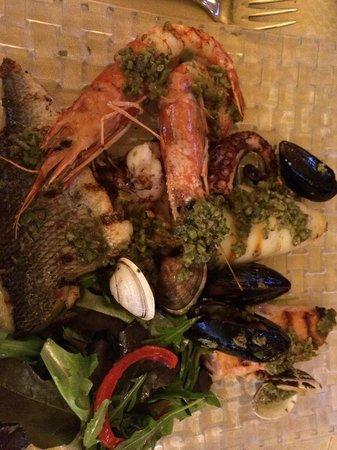 Ristorante Pizzeria Tasso: Grilled seafood main