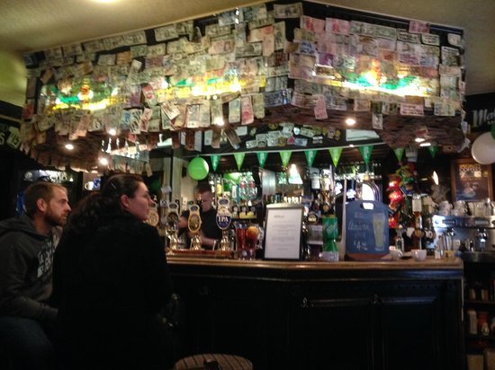 The World's End: Scores of foreign banknotes above the bar