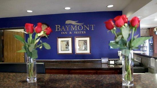 Baymont Inn & Suites Anderson : Front Desk