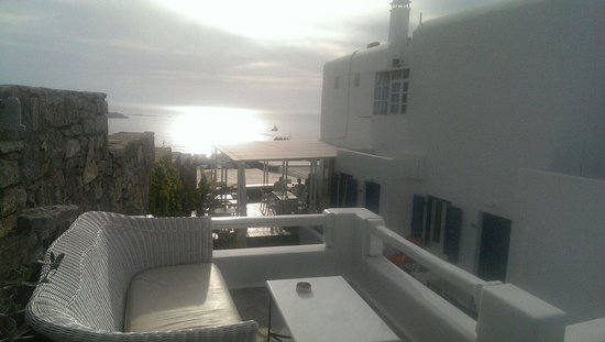 Damianos Hotel: Up beside the more expensive rooms but anyone can sit here! Very peaceful!