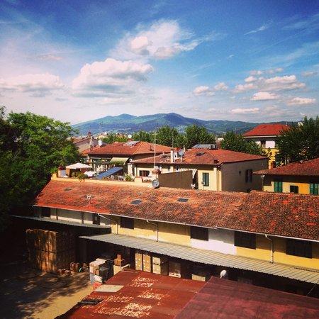B&B Il Palagetto Guest House : Вид из окна нашей комнаты-номера чудесным солнечным утром