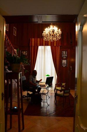 Palazzo Magnocavallo B&B: Antonio am Empfang