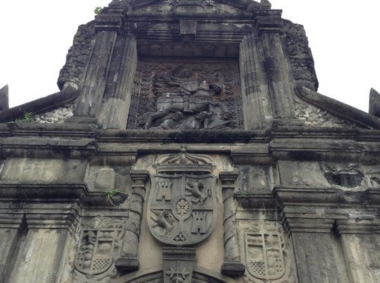 Fort Santiago: Close-up of the relief on the main gate