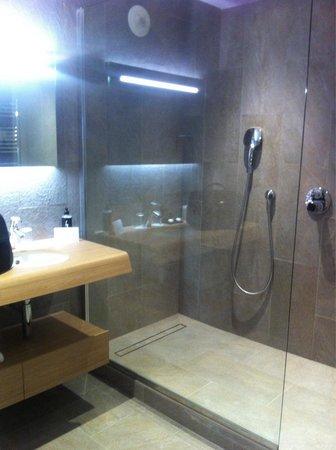 Hôtel Barrière L'Hôtel du Golf Deauville : Salle de bain