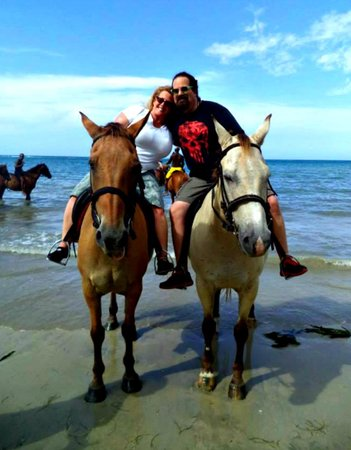 Hooves - Guided tours on horseback: My husband and me mounted on Atlas and Monday