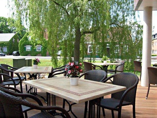 Hotel Restaurant Hilling: Terassenaussicht auf dem Kanal