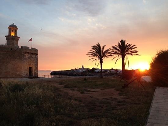 Port Ciutadella: à côté de l'hôtel au coucher du soleil