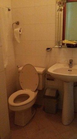 Que Huong Hotel: bathroom