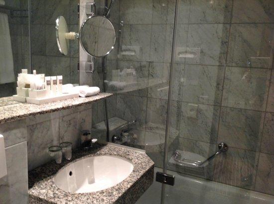 Swissotel Zürich: Ванная