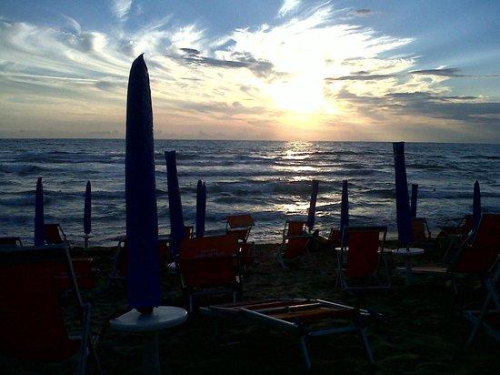 Hotel Paradiso Residence : La spiaggia al tramonto!