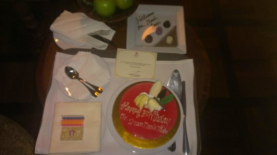 Sokha Angkor Resort: birthday cake