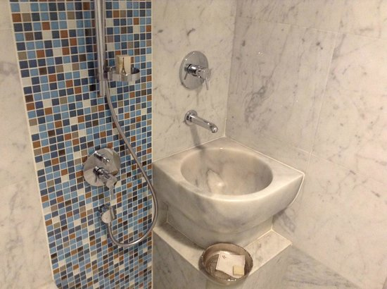 Renaissance Izmir Hotel: Turkish Bathroom