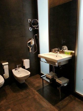 Sercotel Coliseo: Bathroom