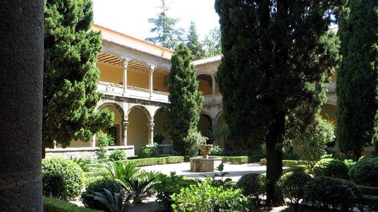 vista del valle y fachada posterior - Picture of Monasterio de San Jeronimo d...