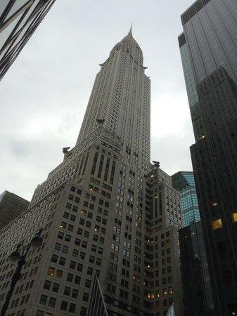 Chrysler Building : Le building vu depuis la 42ème rue