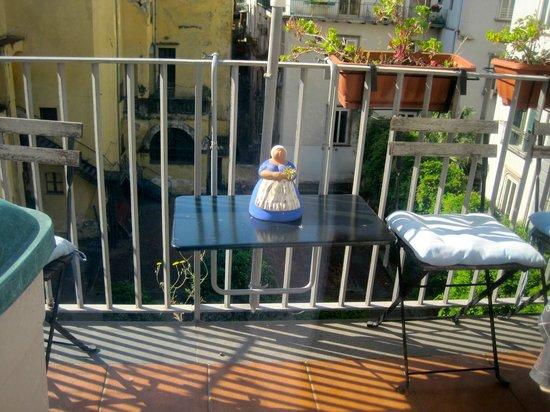 Donna Regina B&B : View of balcony in breakfast room