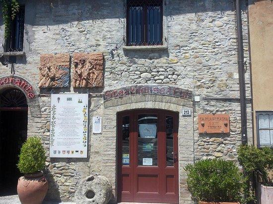 Villa Verucchio, Włochy: entrata ristorante pietra a vista
