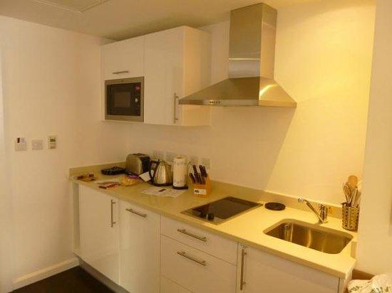 Staybridge Suites Birmingham: Kitchen