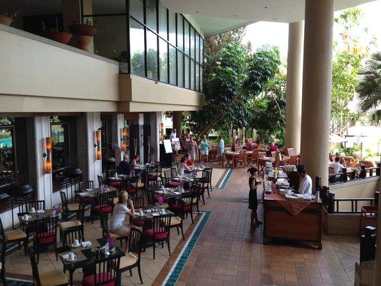 Mövenpick Resort and Spa Karon Beach Phuket: Breakfast Buffet