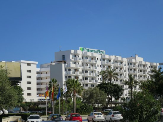 Protur Palmeras Playa: View of hotel from main road