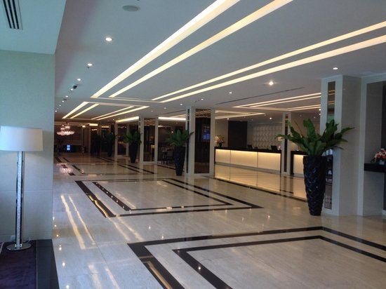 Mandarin Hotel Managed by Centre Point: Hotel lobby