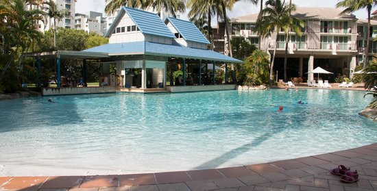 Novotel Cairns Oasis Resort: Lagoon Pool and the Bar - Restaurant