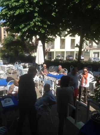 Losanna Hotel: un gruppo di amici