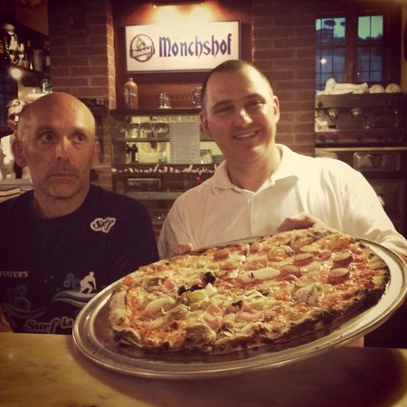 Trilogy Club Pizzeria Ristorante Pub : Pizzone