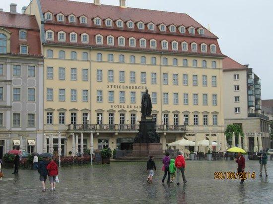 Steigenberger Hotel de Saxe: Front des Hotels zum Neumarkt