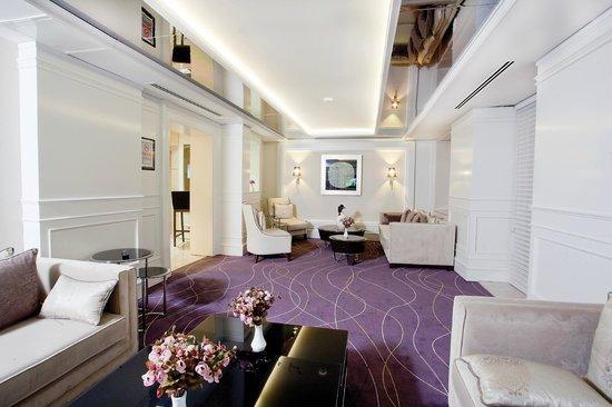 City Center Hotel: TV Room