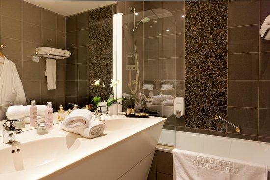 Grand Hôtel du Tonneau d'Or : Salle de Bain / Bathroom
